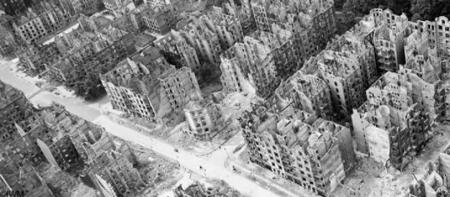 Das halbe Hamburg ist zerstört